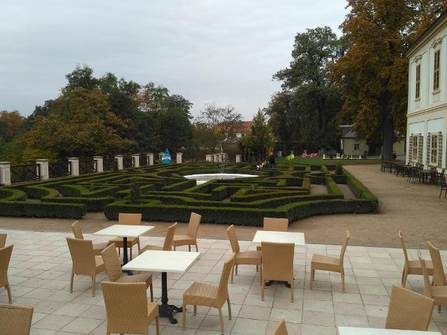 labyrint na terase zámku Loučeň